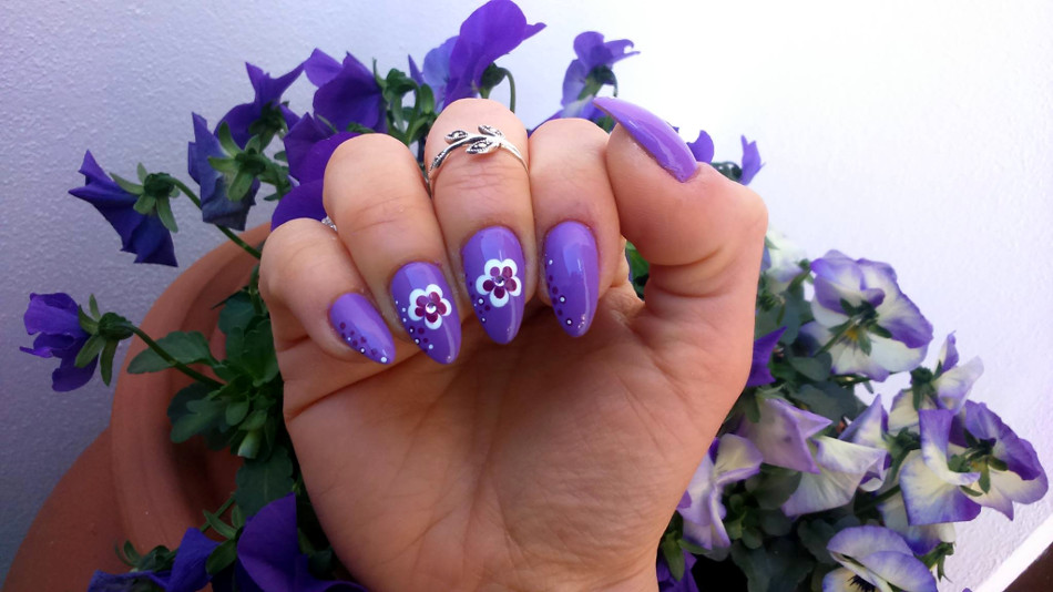 Nail Art Simply Flowers And Dots Waiting Spring 2