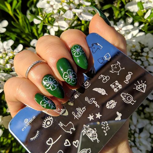 Kiko Smart nail lacquer 87 Lawn green plate